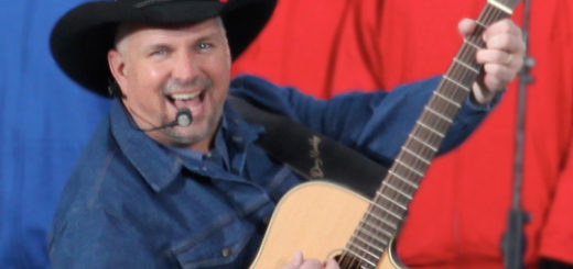Garth_Brooks_at_We_Are_One_(edit)