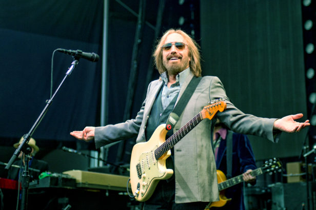 pictures of tom petty 39 s last new york concert hollandude. Black Bedroom Furniture Sets. Home Design Ideas